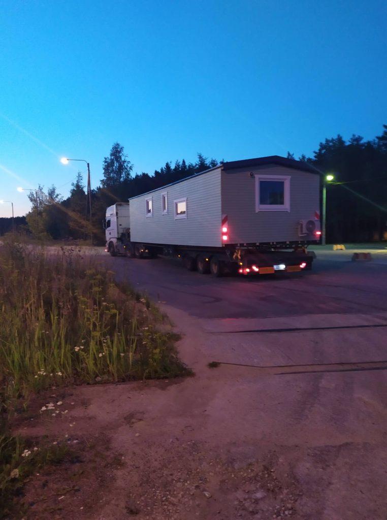 Talovaunu kuljetus talotehdas kuljetus lavetilla ratastel kodu suomessa
