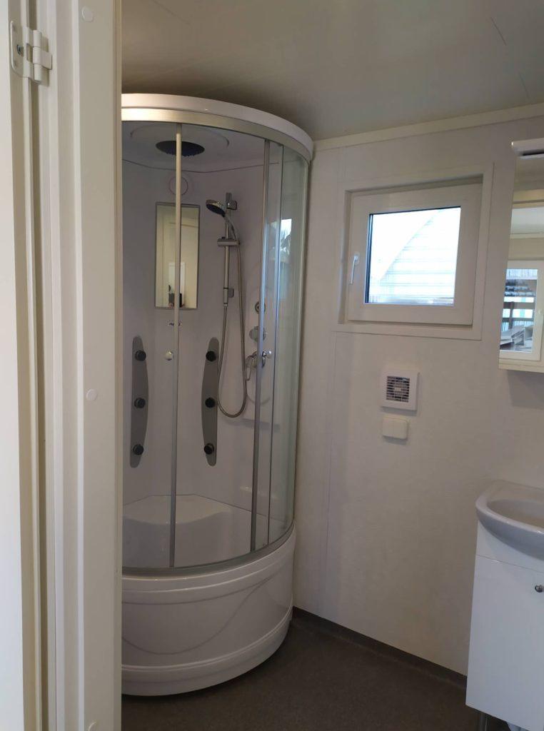 Talovaunu kylpyhuone ratastelkodu, talotehdas