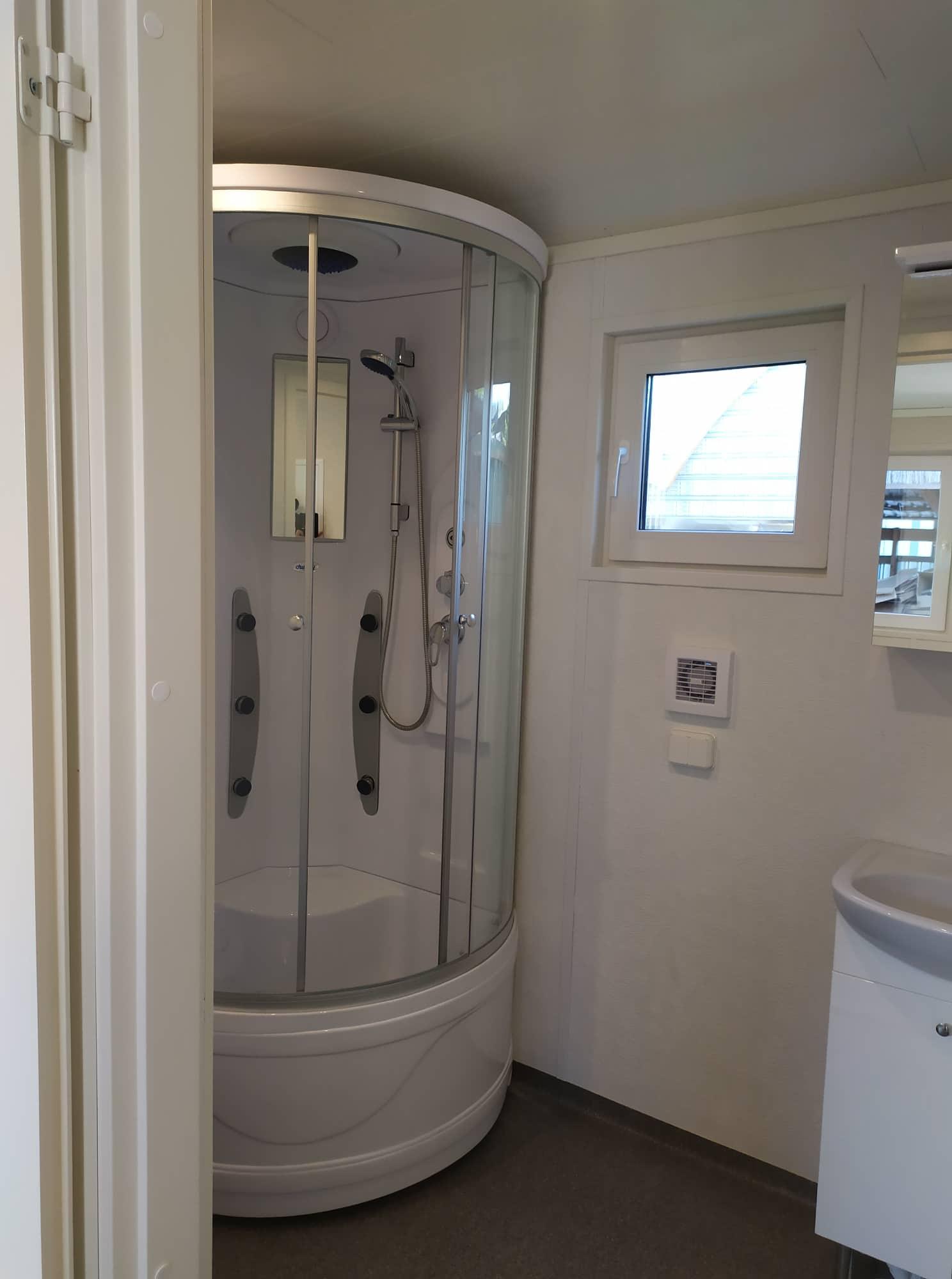 Talovaunu-kylpyhuone-ratastelkodu-talotehdas.jpg